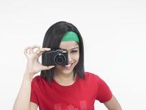 Teeanger con una cámara inmóvil Foto de archivo libre de regalías