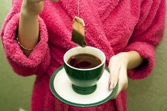 Teebeutel mit einer Tasse Tee Stockfotografie