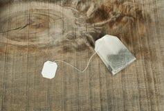 Teebeutel mit weißem Aufkleber Lizenzfreie Stockfotos