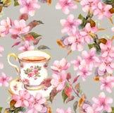 Teecup und -blumen Nahtloses Blumenmuster Watercolourdesign auf Papierhintergrund Stockfoto