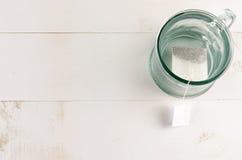 Teeglas und Teebeutel Lizenzfreie Stockbilder