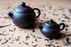 Teekanne auf dem Tisch Lizenzfreie Stockfotografie