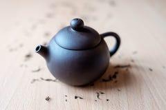 Teekanne auf dem Tisch Stockfotos