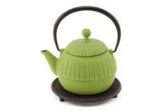 Teekanne auf Trivet Lizenzfreie Stockfotos