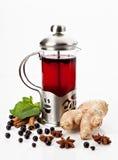 Teekanne mit Tee lizenzfreie stockfotos
