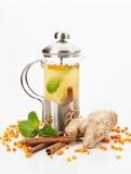 Teekanne mit Tee stockfotos