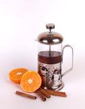 Teekanne mit Tee der Orange und des Zimts Lizenzfreies Stockbild