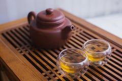 Teekanne mit zwei Schalen Stockbilder