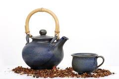 Teekanne und Cup lizenzfreie stockfotos