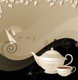Teekanne und Cup auf dem Hintergrund der Wüste Lizenzfreies Stockfoto