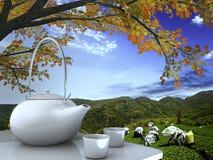 Teekanne und Schalen auf Tabelle Stockfotografie