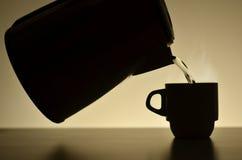 Teekanne und Tasse Kaffee Lizenzfreies Stockfoto