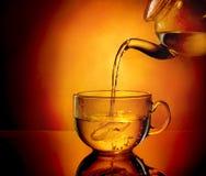 Teekanne und Tasse Tee Lizenzfreie Stockfotos
