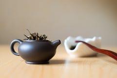 Teekanne und Teekasten Stockfoto