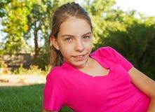 Teen flicka utomhus Arkivbilder