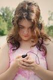 teen flickamp3-musik Royaltyfria Foton