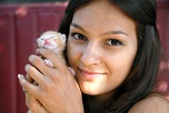 Teen girl with a kitty Royalty Free Stock Images