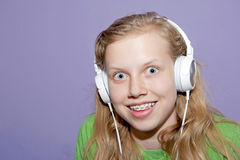 Teen girl listening to music Royalty Free Stock Photos
