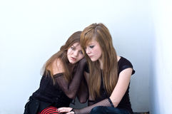 Teen girls huddling together Royalty Free Stock Photos