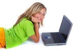 teen lycklig bärbar dator Arkivbild