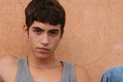 teen peircing för latinamerikan Arkivbilder