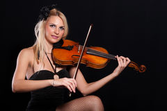Teen playing violin Royalty Free Stock Photo