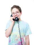 Teen pojke på telefonen Arkivfoto