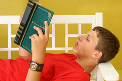 Teen Reading Royalty Free Stock Photos