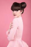 teen skönhet frisyr Modell för tonårs- flicka för mode Lycklig smilin arkivfoto