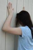 teen tryckt ned flicka Arkivbilder