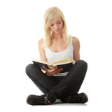 Teen woman reading book Royalty Free Stock Photos
