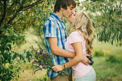 Teenage couple kissing and embracing Royalty Free Stock Photos