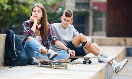 Teenage friends making things up after quarrel Royalty Free Stock Photography
