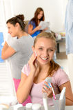 Teenage girl cleaning face with cotton pad Royalty Free Stock Photos