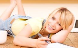 Teenage girl with notebook and pen Royalty Free Stock Images