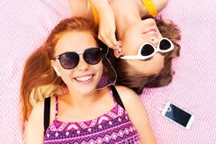 Teenage girls listening to music from smartphone Stock Photography