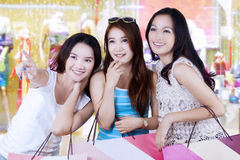 Teenage girls shopping together Royalty Free Stock Photography