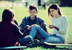 Teenagees chatting outdoor Royalty Free Stock Photos