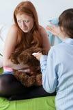 Teenager ammetta alla gravidanza Fotografie Stock Libere da Diritti