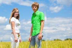 Teenager auf dem Gebiet Stockbild