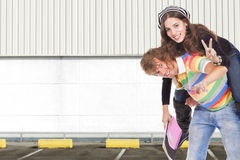 Teenager bringt Schule zurück Lizenzfreie Stockbilder