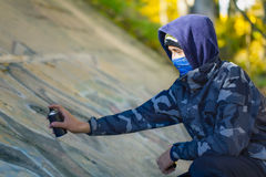 Teenager with color spray can Royalty Free Stock Photos