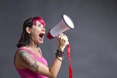 Teenager con il megafono Fotografie Stock Libere da Diritti