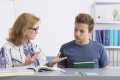 Teenager, der private Lektion hat Lizenzfreies Stockbild