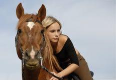 Teenager e cavallo Fotografia Stock Libera da Diritti