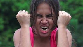 Teenager femminile arrabbiato video d archivio