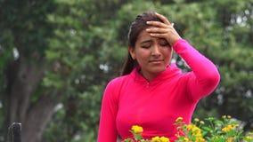 Teenager femminile ispanico gridante triste adatto stock footage