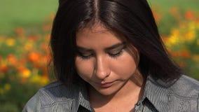 Teenager femminile ispanico triste stock footage