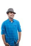 Teenager freddo con un cappello - isolato Immagini Stock