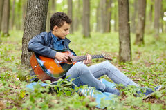 Teenager guitarist Royalty Free Stock Images